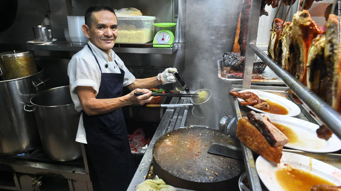 Hawker Chan: Famed Singaporean hawker stall loses its Michelin star