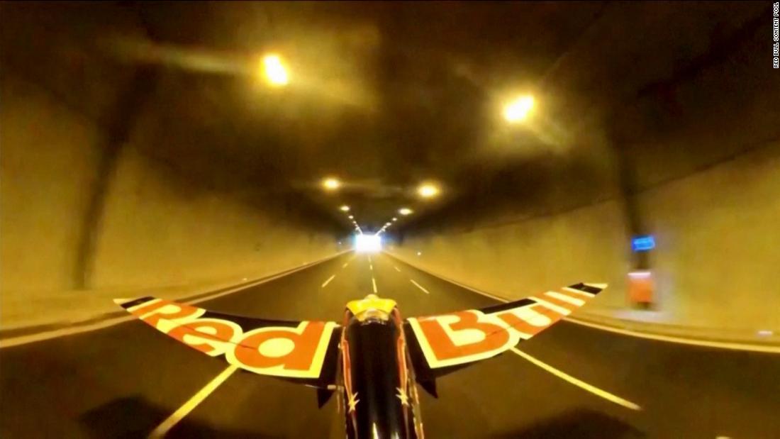 Pilot completes hair-raising world record tunnel flight